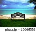 ビーチのベンチ 1009559