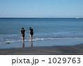 水辺で遊ぶ 1029763