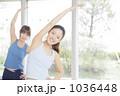 トレーニング 若い女性 フィットネスの写真 1036448