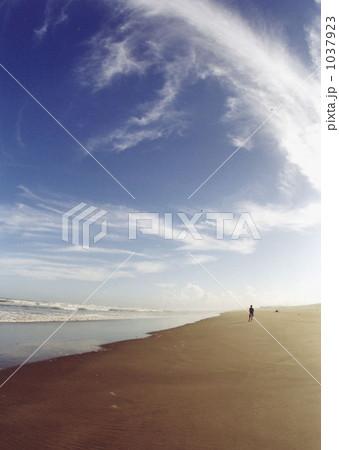青空と砂浜 1037923