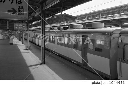鉄道 国鉄・上野駅 特急はつかり11号 昭和57年 1044451