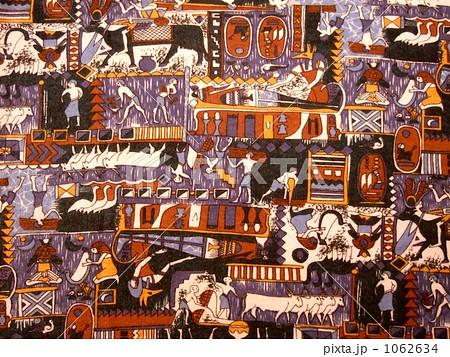 古代エジプトの壁画をモチーフにした布 1062634