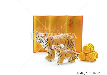 トラと金屏風の写真素材 [1070498] - PIXTA