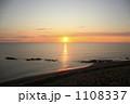 海面 陽 日の出の写真 1108337
