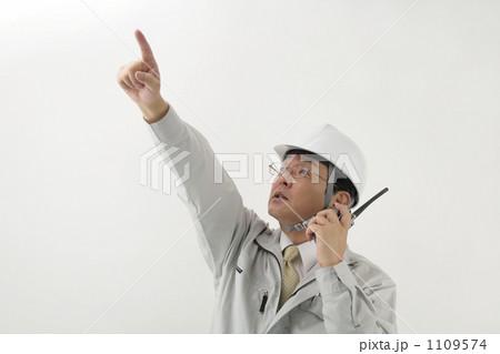 作業服を着たミドルビジネスマン 1109574