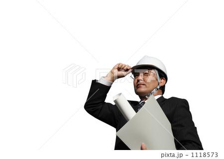 設計図面を持つヘルメットとスーツ姿のミドルくミドル ビジネスマン 1118573