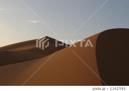 サハラ砂漠の夕暮れ 1142591