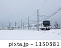 雪の中を走る特急あずさ 1150381