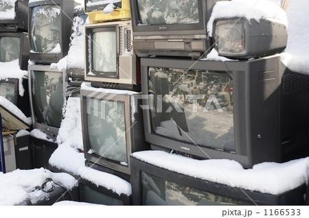 山積みのテレビ 1166533
