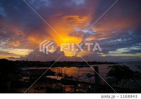 サンクリストバル島の夕焼け 1168843