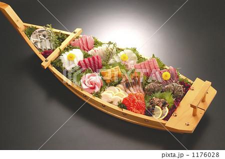 豪華な刺身舟盛り 1176028
