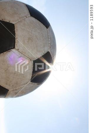 空とサッカーボール  1189593