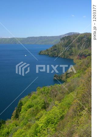 春の十和田湖 1203377