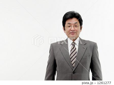 中年日本人男性ビジネスマン 1261277