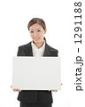 会社員 ホワイトボード ビジネスウーマンの写真 1291188