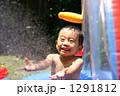 庭でプール遊び 1291812