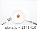 皿の上のミニトマト 1345410