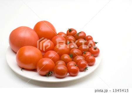 皿の上のトマト 1345415