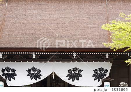 多田神社拝殿と源氏の家紋 1351696