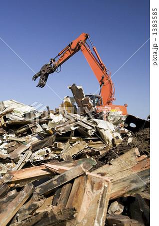 重機による解体工事現場 1383585