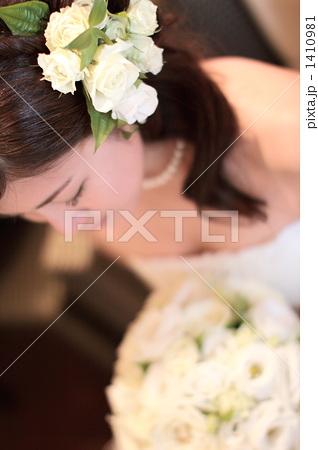 ウェディング うつむき 花 1410981