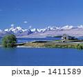 良き羊飼いの教会と雪山 1411589