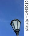 街灯のある空イメージ(縦) 1443010