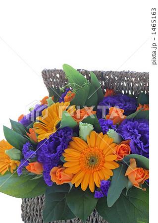 オレンジと紫のフラワーアレンジメント 1465163