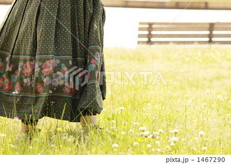 風になびくスカート 1467290