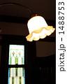 ステンドグラスのある部屋の明かり 1488753