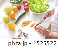 調理 キッチン 女性の写真 1525522