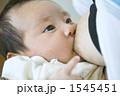 母乳 授乳 新生児の写真 1545451