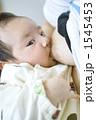 母乳 授乳 新生児の写真 1545453