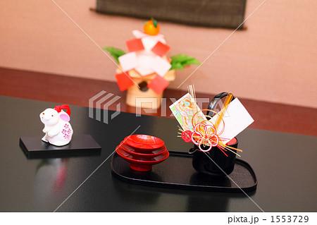 正月 お屠蘇と鏡餅のある床の間 卯の飾り物 1553729