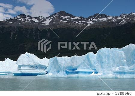 湖面に浮かぶ流氷 1589966