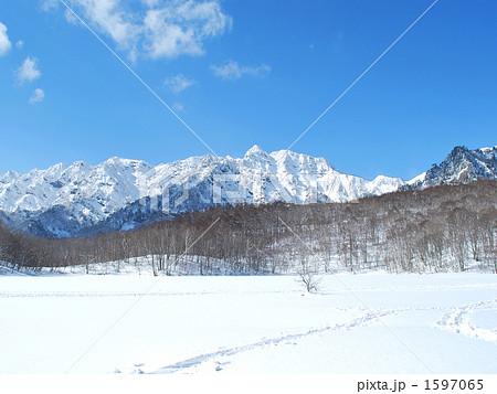 冬の鏡池から見た戸隠山 1597065