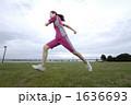 若い女性 ジョギング スポーツの写真 1636693
