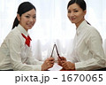 アドレス交換する女子高生と教師 1670065