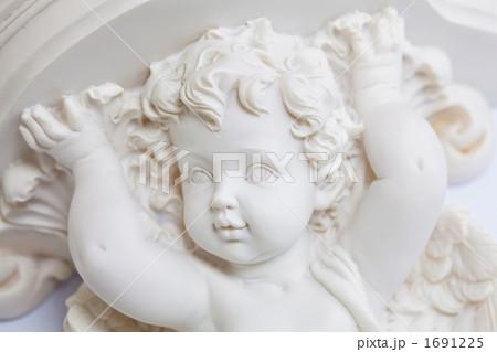彫刻キューピッド 1691225