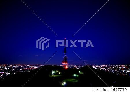 湘南平のテレビ塔と夜景 1697739