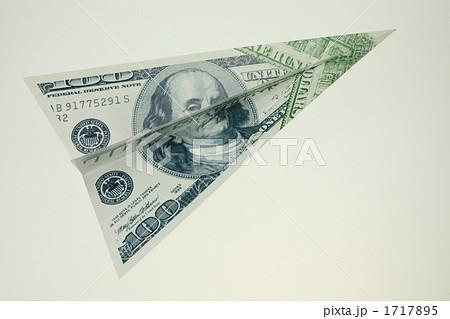 お札の紙飛行機 1717895