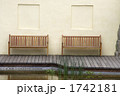 並ぶ椅子 1742181