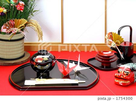 お正月 障子とお屠蘇に縁起小物 (盆飾り折鶴) 1754300