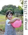 女子 ボール 上半身の写真 1778276