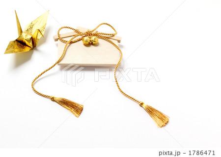 金色の房紐と鈴のある絵馬 金の鶴 左 1786471