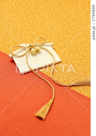 祈願する日本の縁起物 金紐 絵馬 1794800