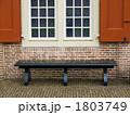 長椅子 窓 ベンチの写真 1803749