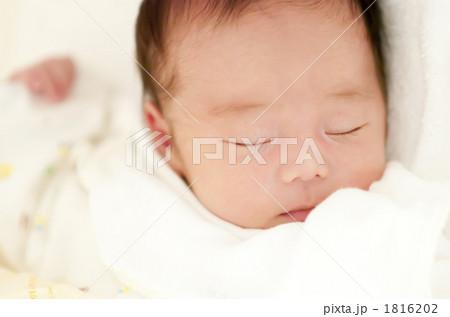 生後1ヶ月の赤ちゃん 1816202