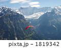 アルプスとパラグライダー 1819342