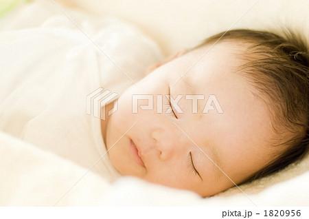生後2ヶ月の赤ちゃん 1820956